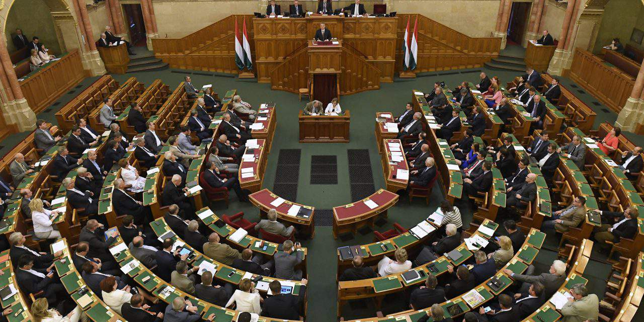 Parliament passes 2018 tax package, lowering the VAT rates on internet service and fish
