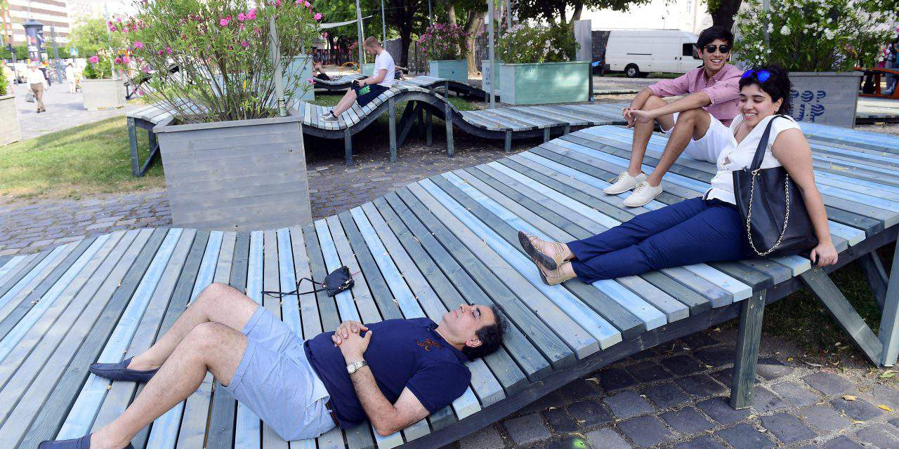 Hello Wood installs Pop Up Park for resting, recharging in central Budapest
