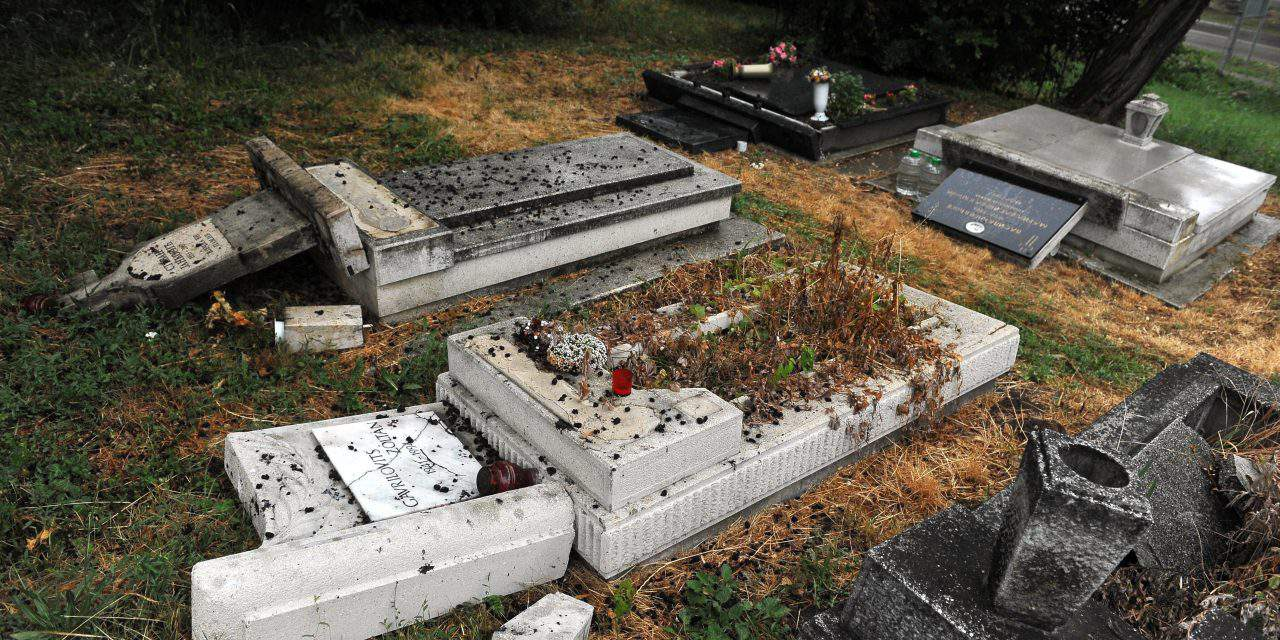 Orbán condemns vandalisation of Serbian cemetery