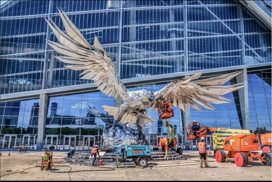 CNN reports about the Hungarian giant falcon statue in Atlanta