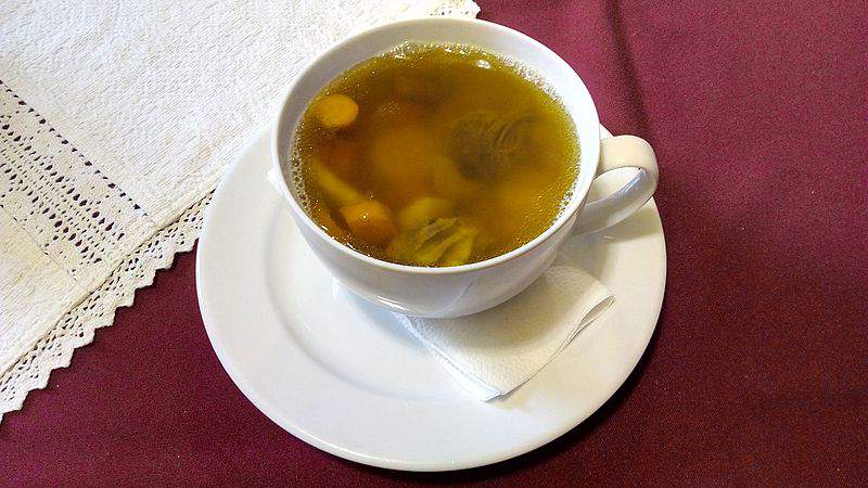 húsleves chicken soup