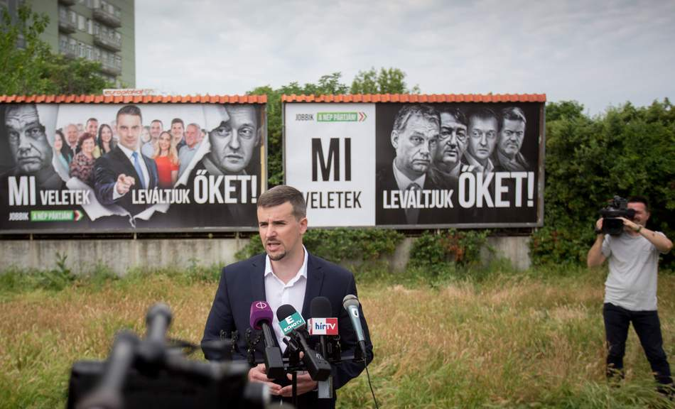 Fidesz doesn't like opposition's billboards, they want to ban those posters