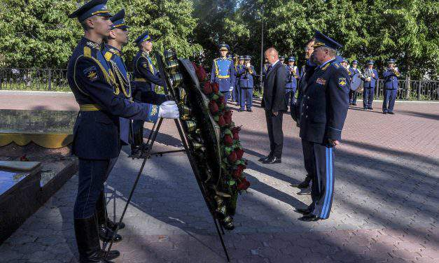 Hungarian defence minister visits Hungarian military cemeteries in Russia