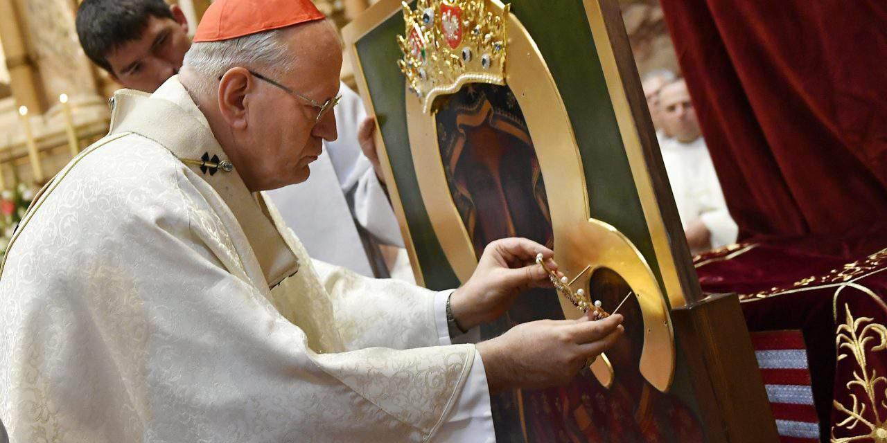 Cardinal Erdő crowns replica of Madonna of Czestochowa