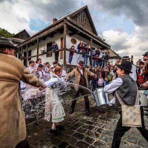 Hollókő tradition Easter Húsvét locsolás sprinkeling