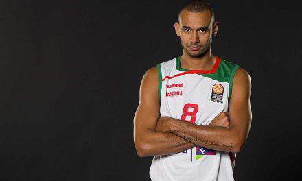 Hungarian basketball player signed to Barcelona
