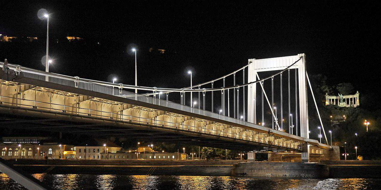 Budapest council to spend over one billion forints on 7,000 LED lights for public lighting