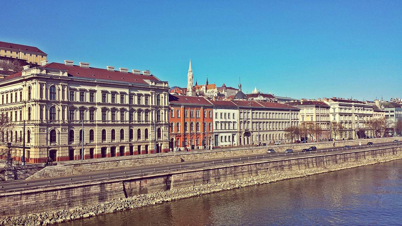 Budapest houses Danube
