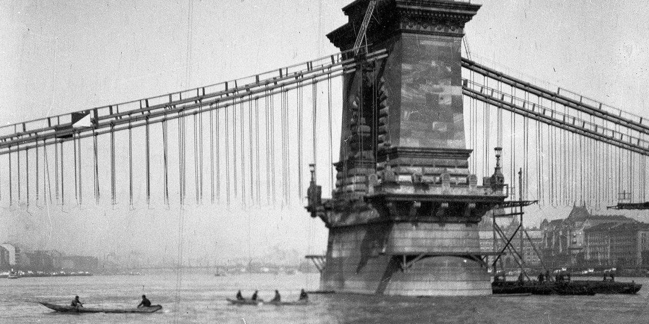 10 interesting moments in the history of the Chain Bridge – PHOTOS