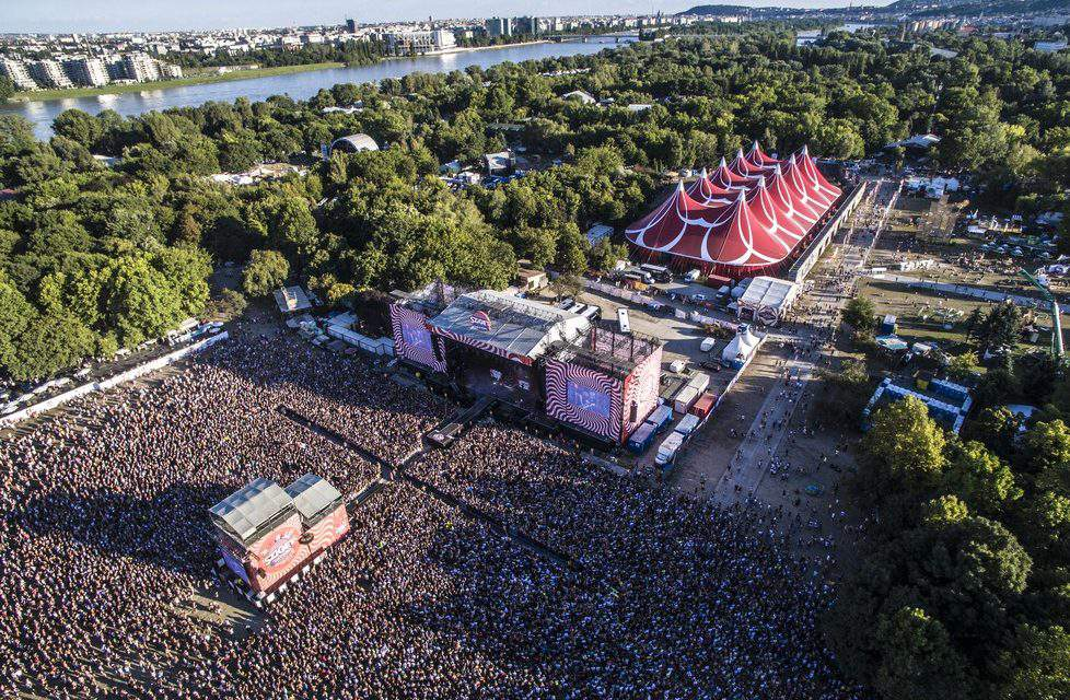 Take public transport services to the Sziget Festival