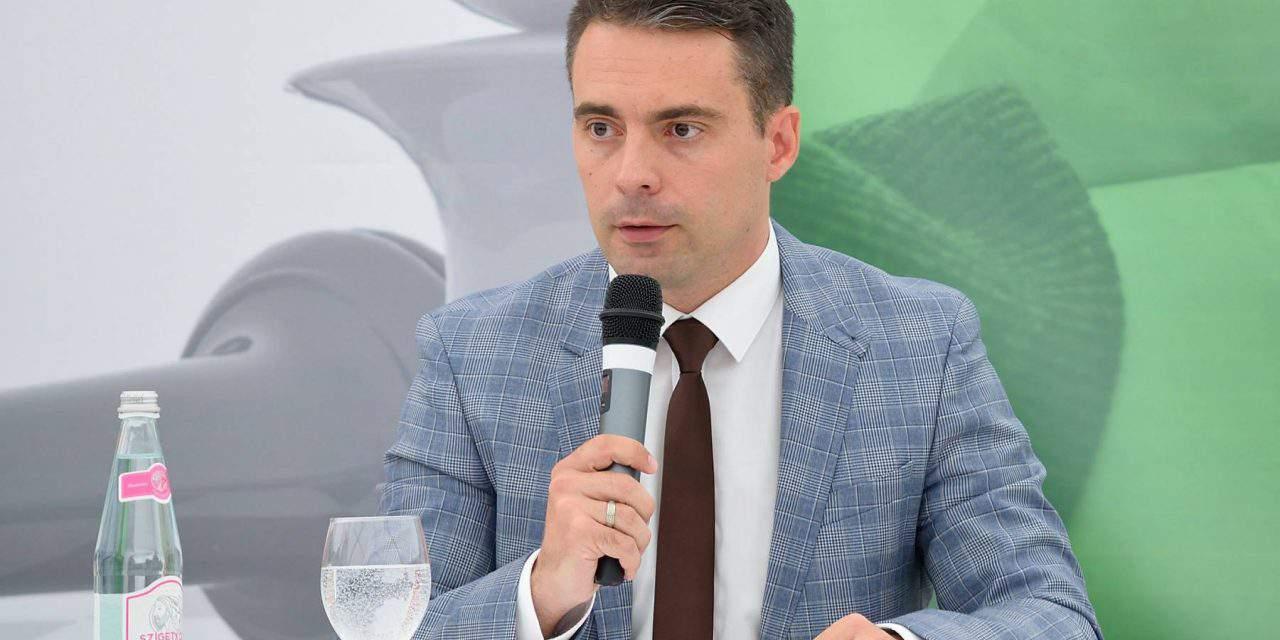 Autonomy for ethnic Hungarian communities is common regional interest, says Jobbik leader Vona