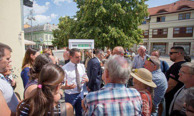 Jobbik challenges PM Orbán over pensioner issues