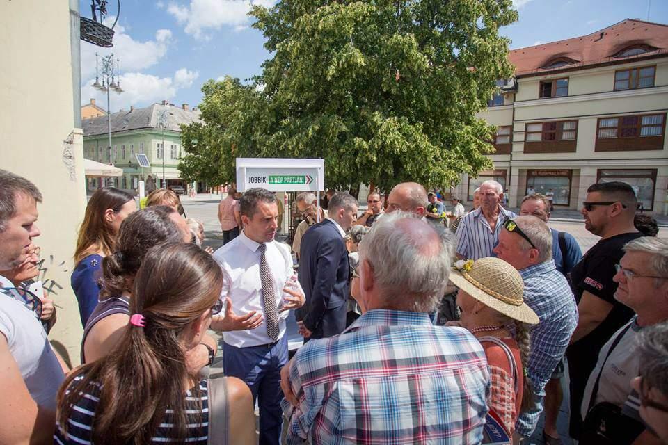 Jobbik challenges PM Orbán over pensioner issues