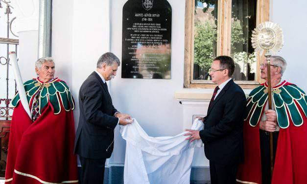 House speaker unveils monument to 18th century archbishop in Romania