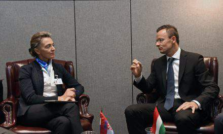 Hungarian FM holds talks with Romanian, Croatian counterpart in NY