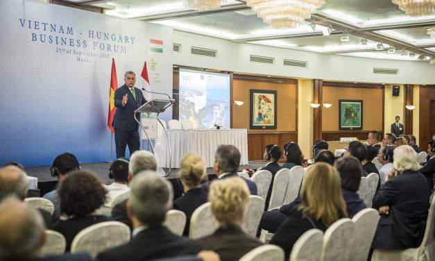 Vietnamese-Hungarian business forum held in Hanoi