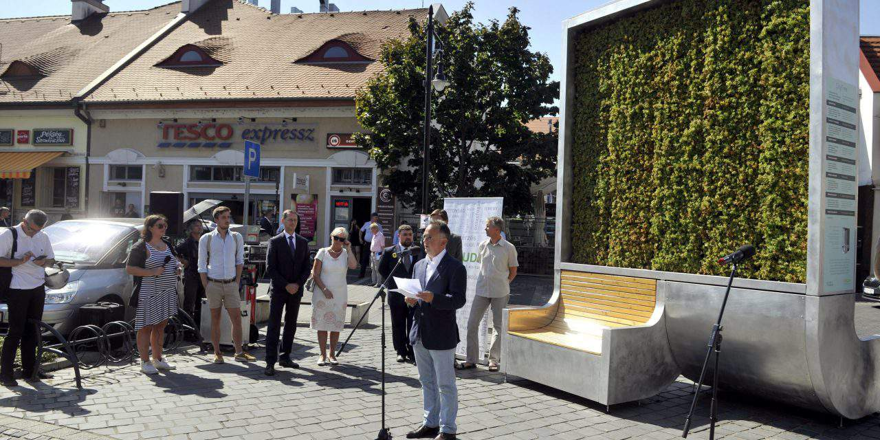 Air-filtering moss wall installed in Kolosy Square, Budapest