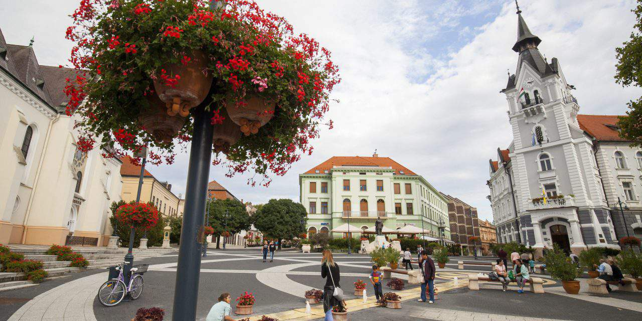 Hungarian town has won the title of 'The most beautiful main square'