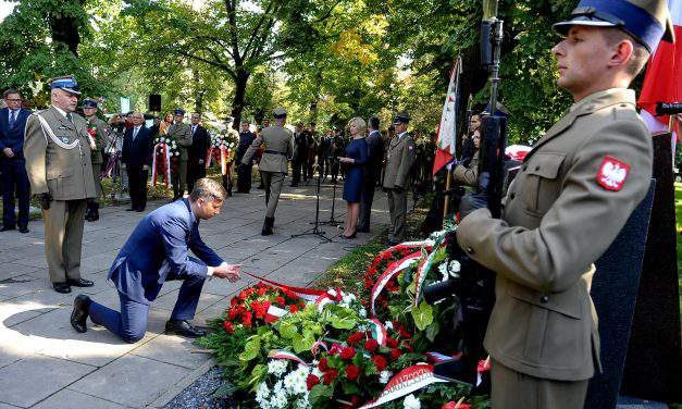 Monument paying tribute to Hungarians in 1944 Warsaw uprising unveiled
