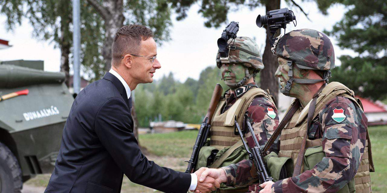 Hungarian FM visits the Hungarian military contingent in Estonia