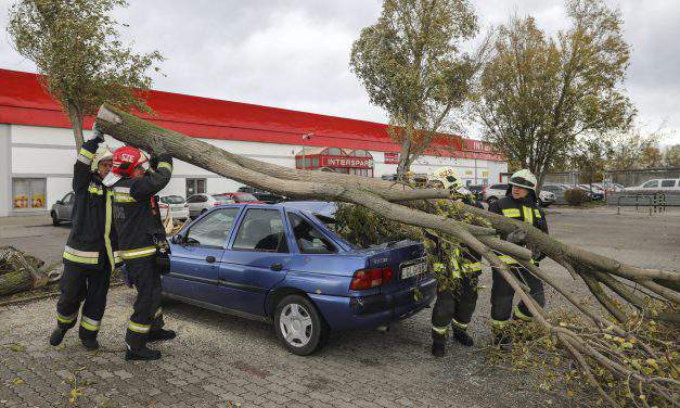 Heavy winds prompt transport changes, delays – PHOTOS – UPDATE