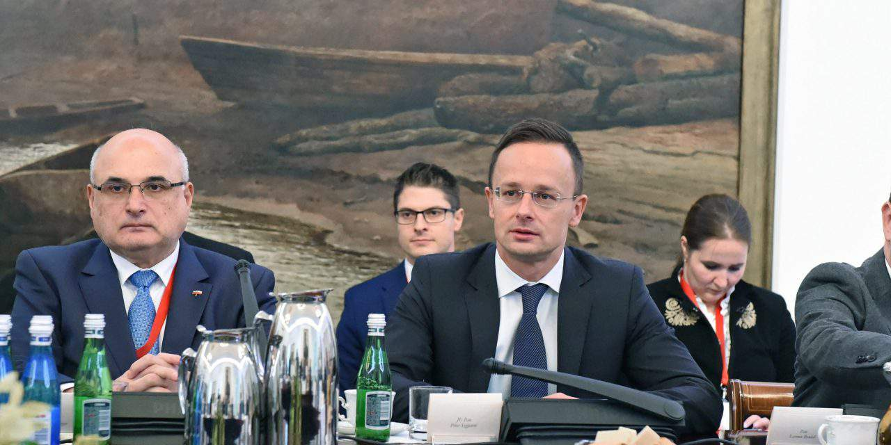 Brussels failing to guarantee Europe's security, says Hungarian FM in Warsaw