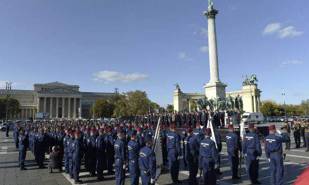Oath-taking ceremony of police officers held at Heroes' Square