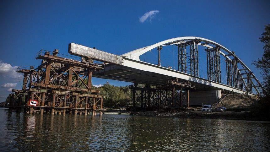 New bridges over the Danube