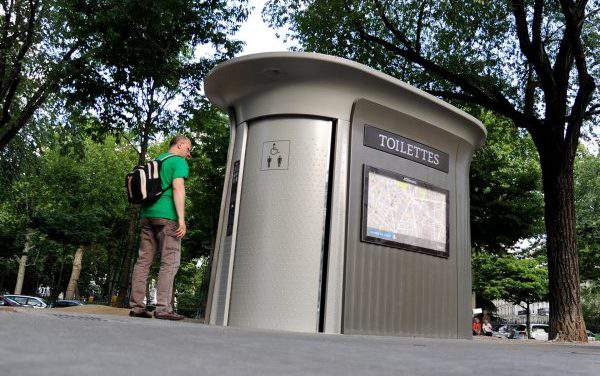 Doors of the new public toilets in Budapest would open after 15 minutes
