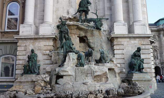 "The secrets of ""the Trevi Fountain of Budapest"", the Matthias Fountain"
