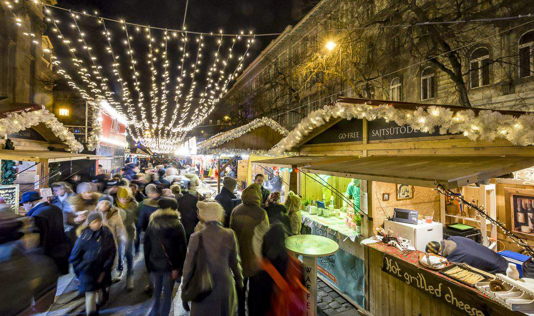Which Christmas market is the cheaper; Budapest or Wien? Let's see!