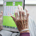 Government to give 5,000 old people computers with internet access
