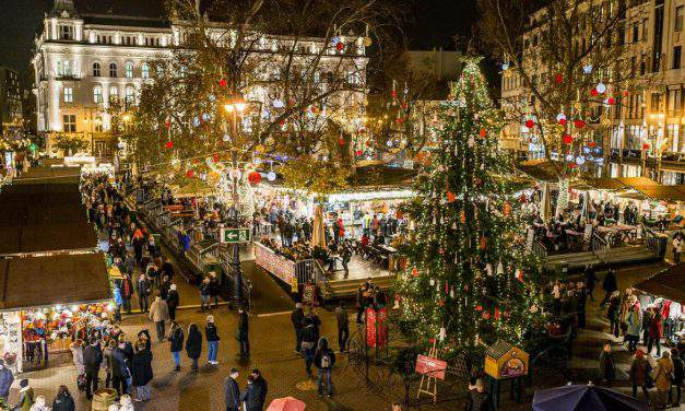 Christmas Fair at Vörösmarty Square opens