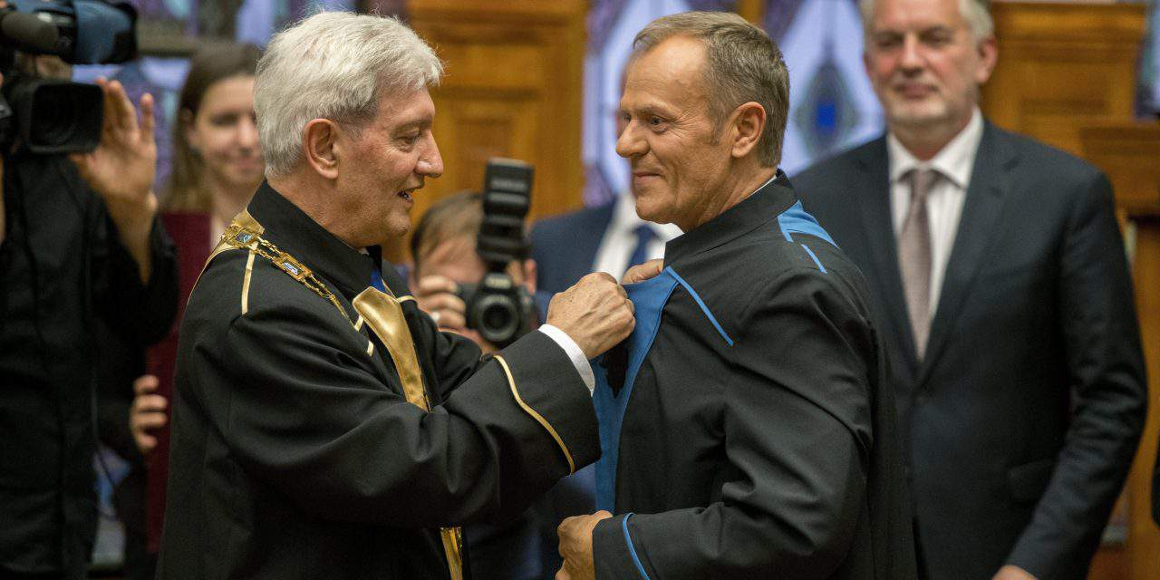 Tusk awarded honorary doctor's title by Pécs University