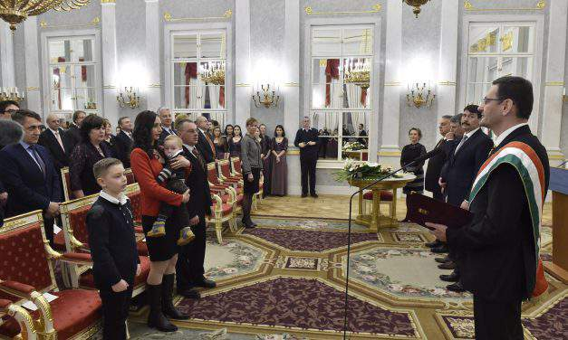 Historical moment: One millionth ethnic Hungarian takes oath of citizenship