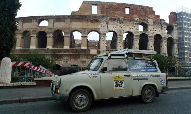 Crazy idea: Hungarian guys to cross the desert with a Trabant