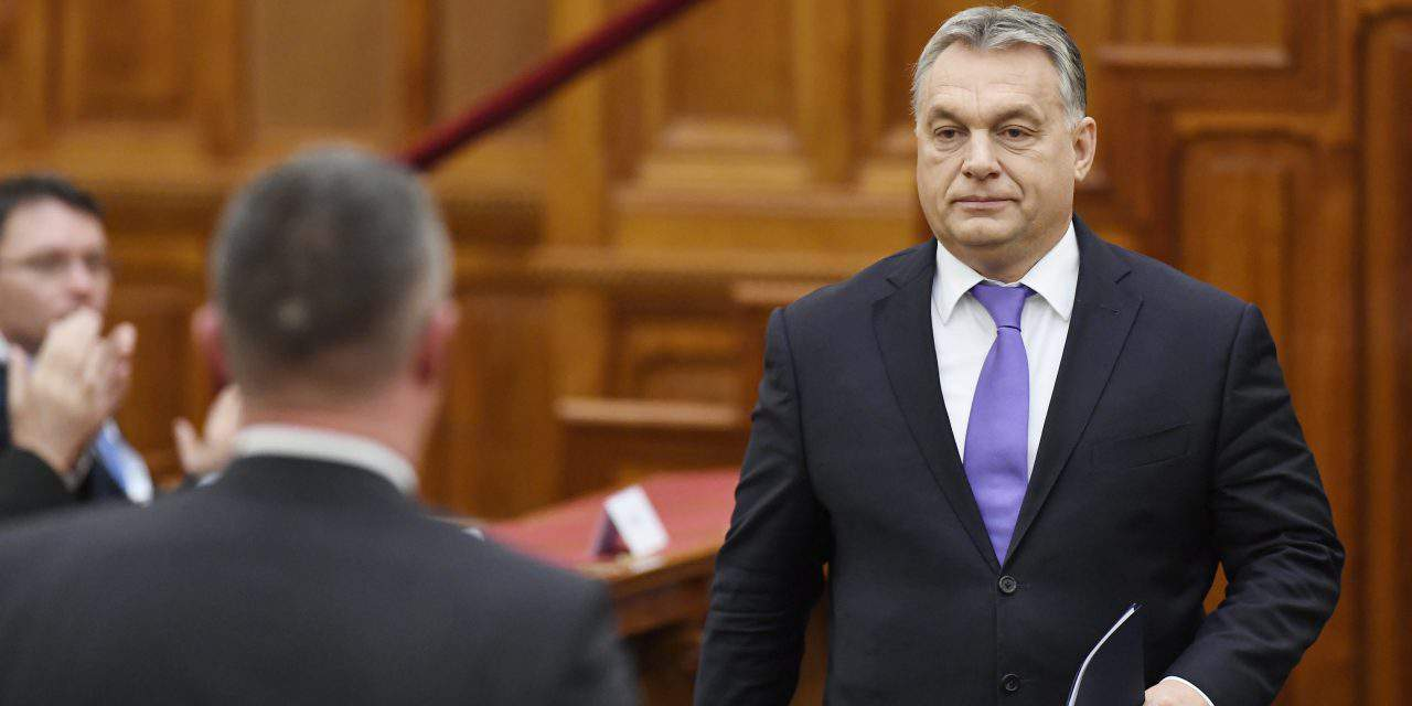 Socialists file complaint against Orbán for nationalising private pension funds