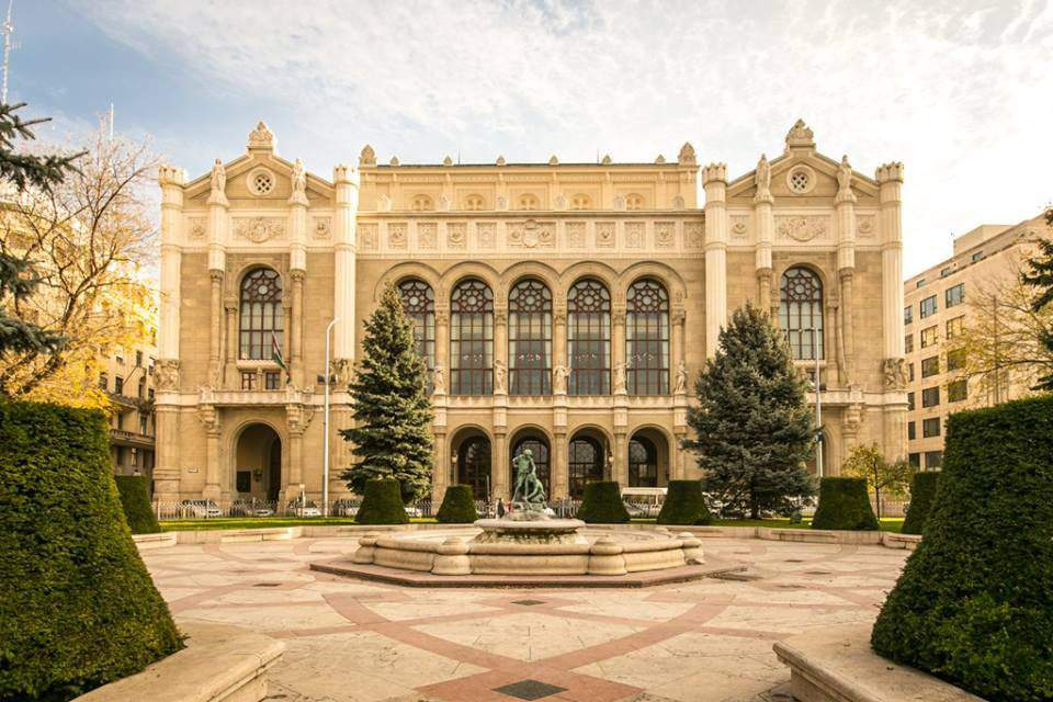 4 iconic buildings in the heart of Budapest