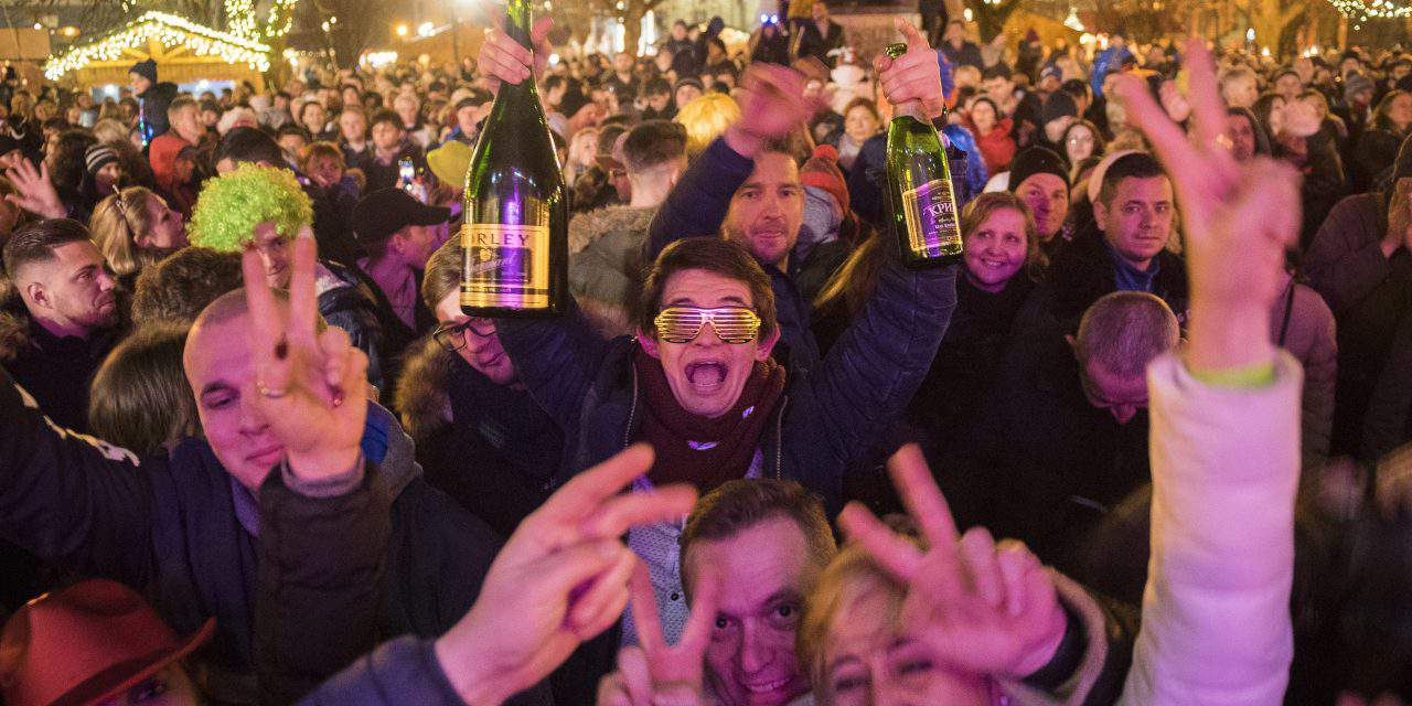 New Year's Eve celebrations as 2017 turns to 2018 – Photos from Hungary