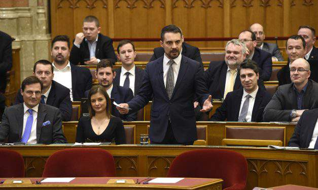 Special parliament session on 'secretly accepted' refugees fails to reach quorum