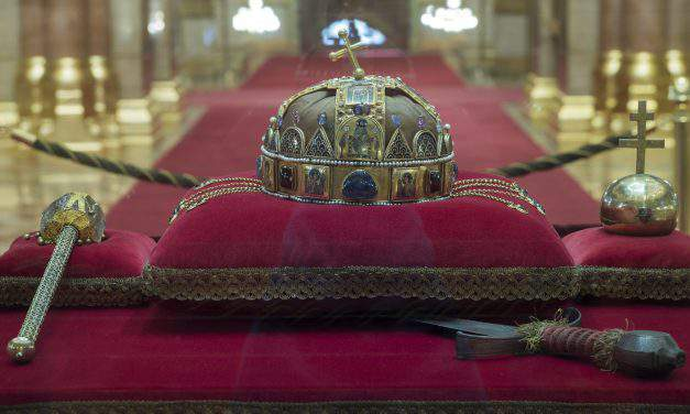 A long journey – The Holy Crown returned to Hungary 40 years ago