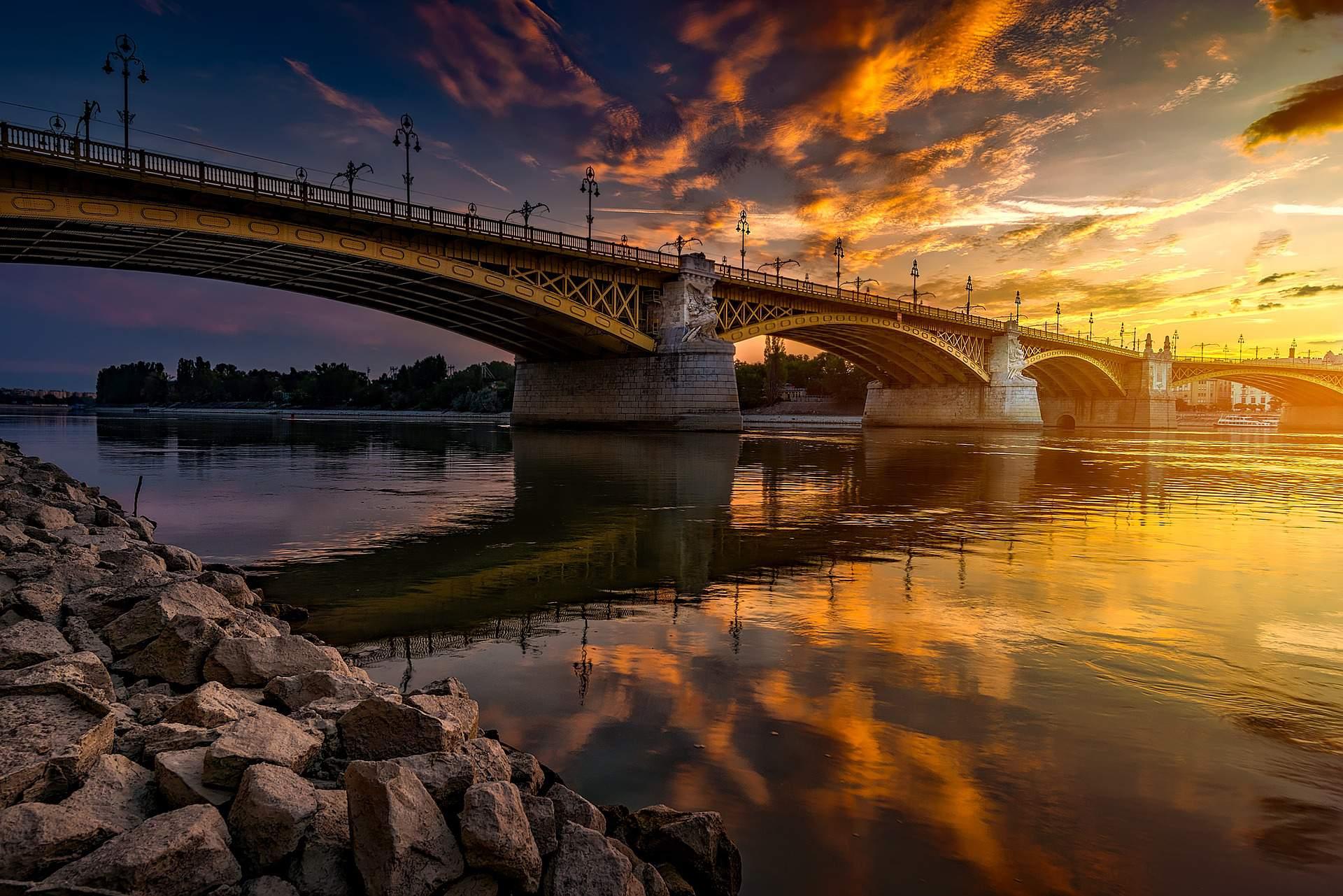 Margit bridge híd