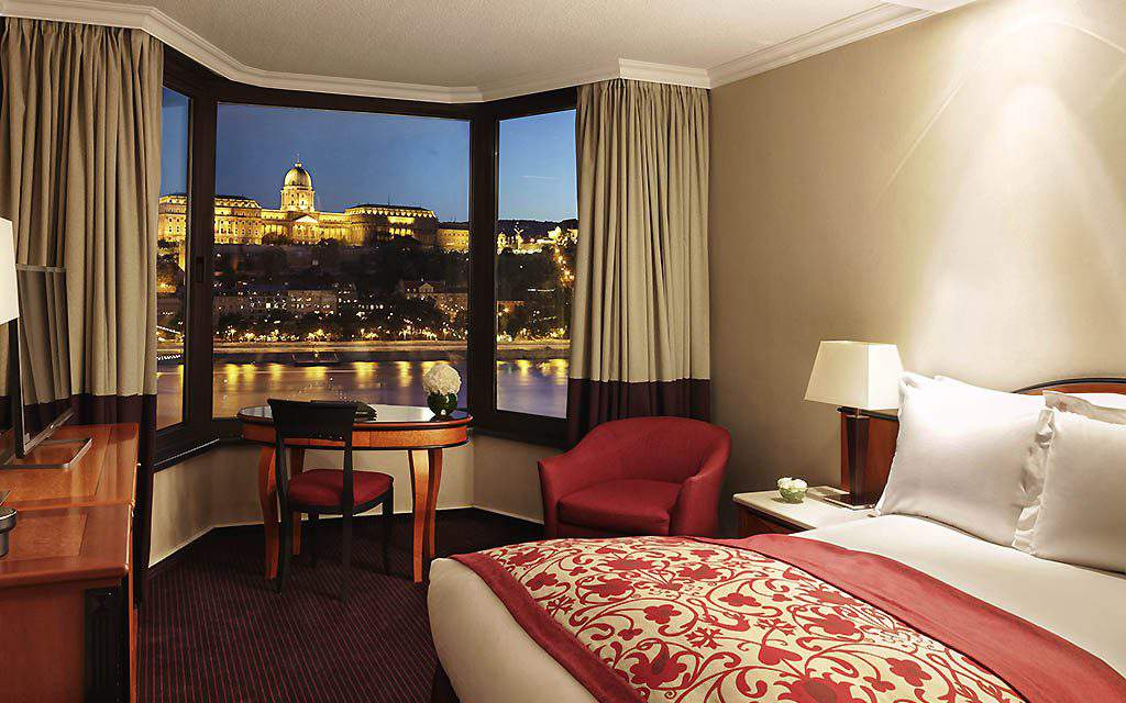 The magnificent Sofitel hotel in the vicinity of the Chain Bridge is to be renovated