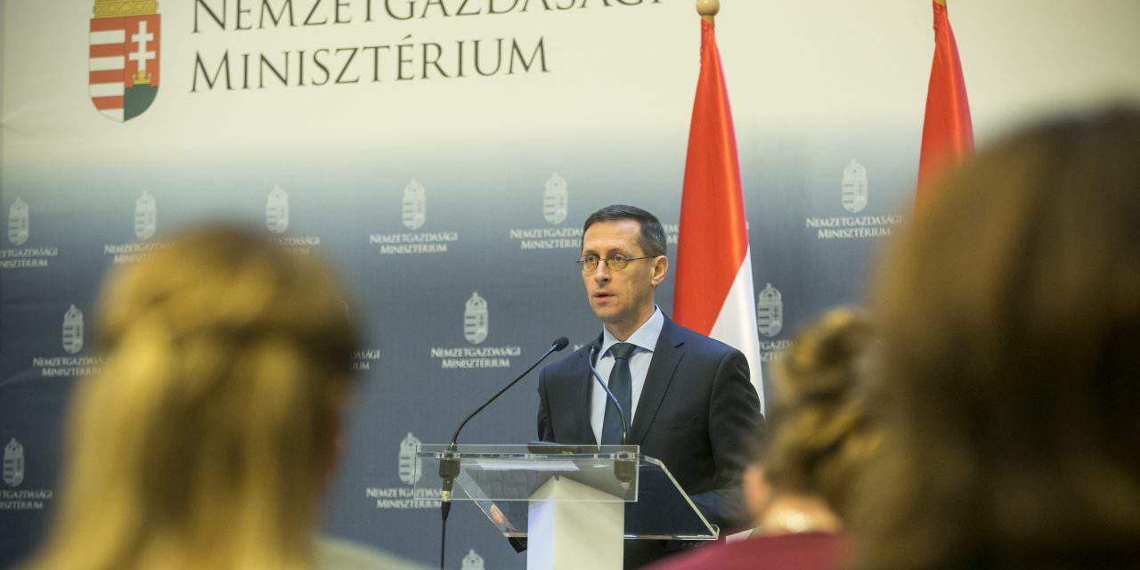 Hungarian economy minister: Taxes to be cut in order to boost wages