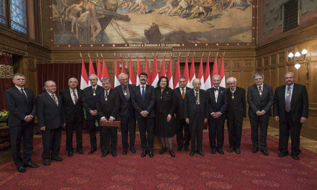 Hungarian President decorates artists, academics with Corvin Chain Award for Merit