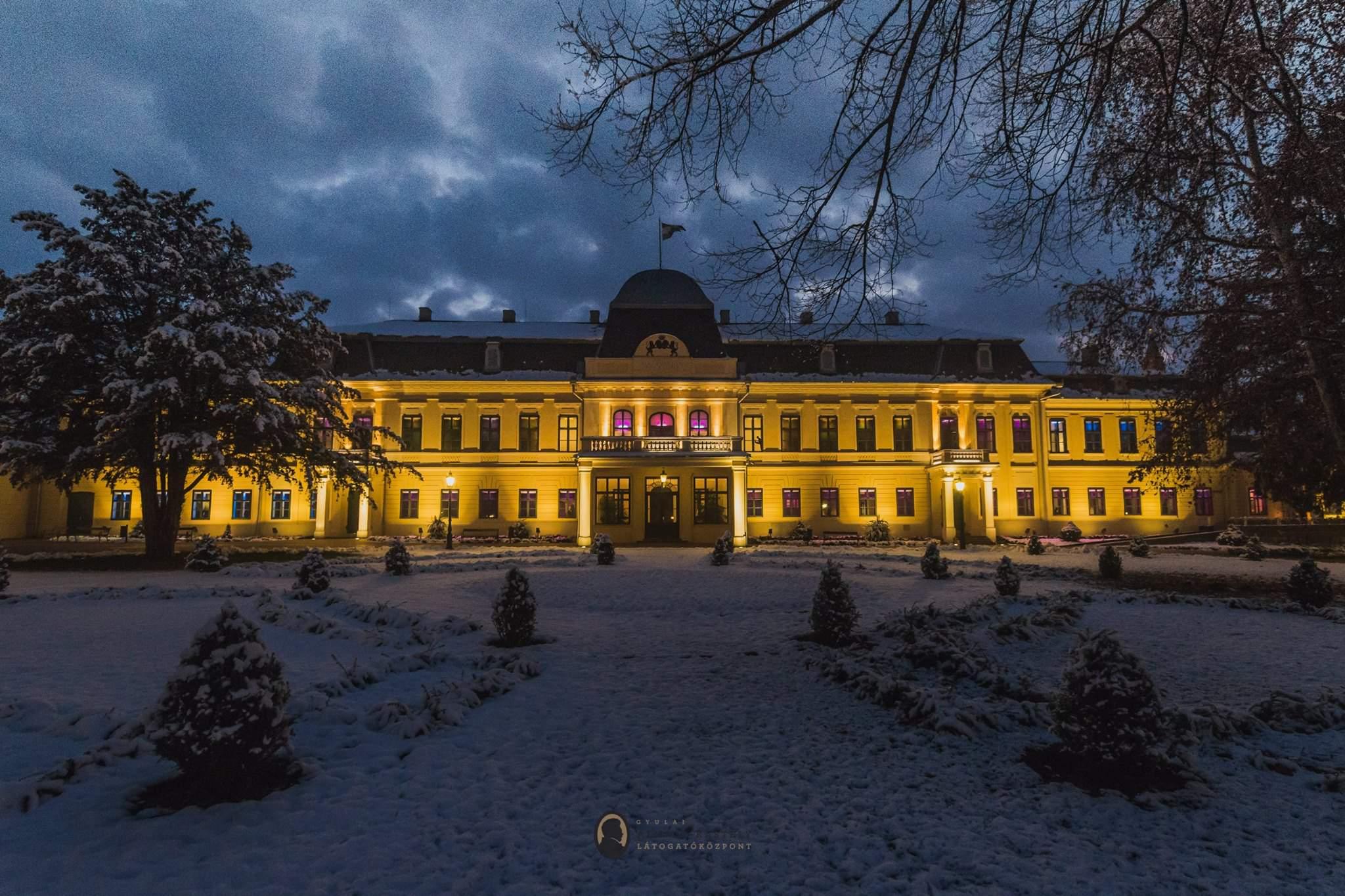 Gyula Almásy Kastély Castle