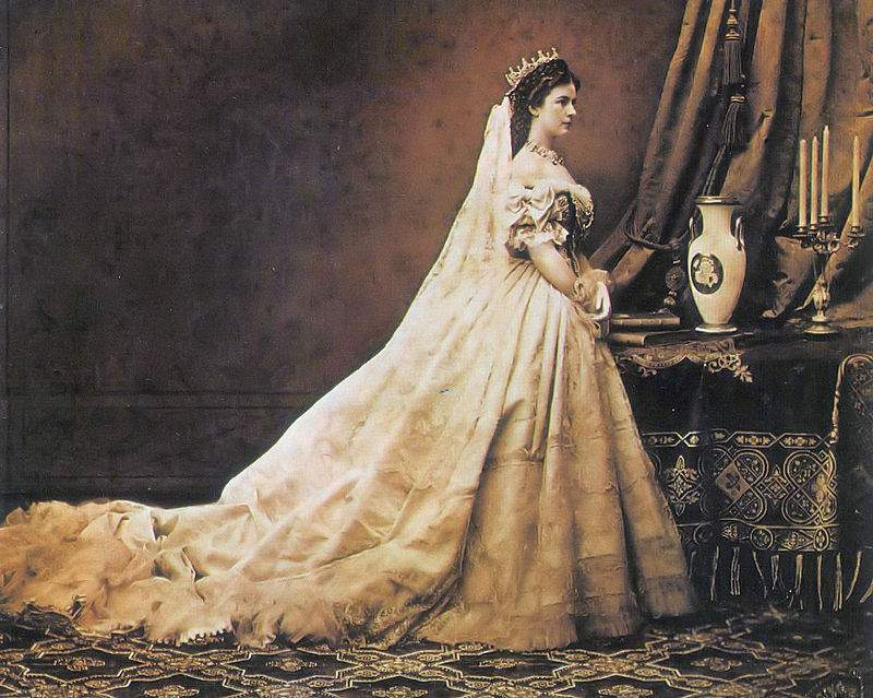 Sisi, Queen of Hungary and Empress of Austria – PHOTOS