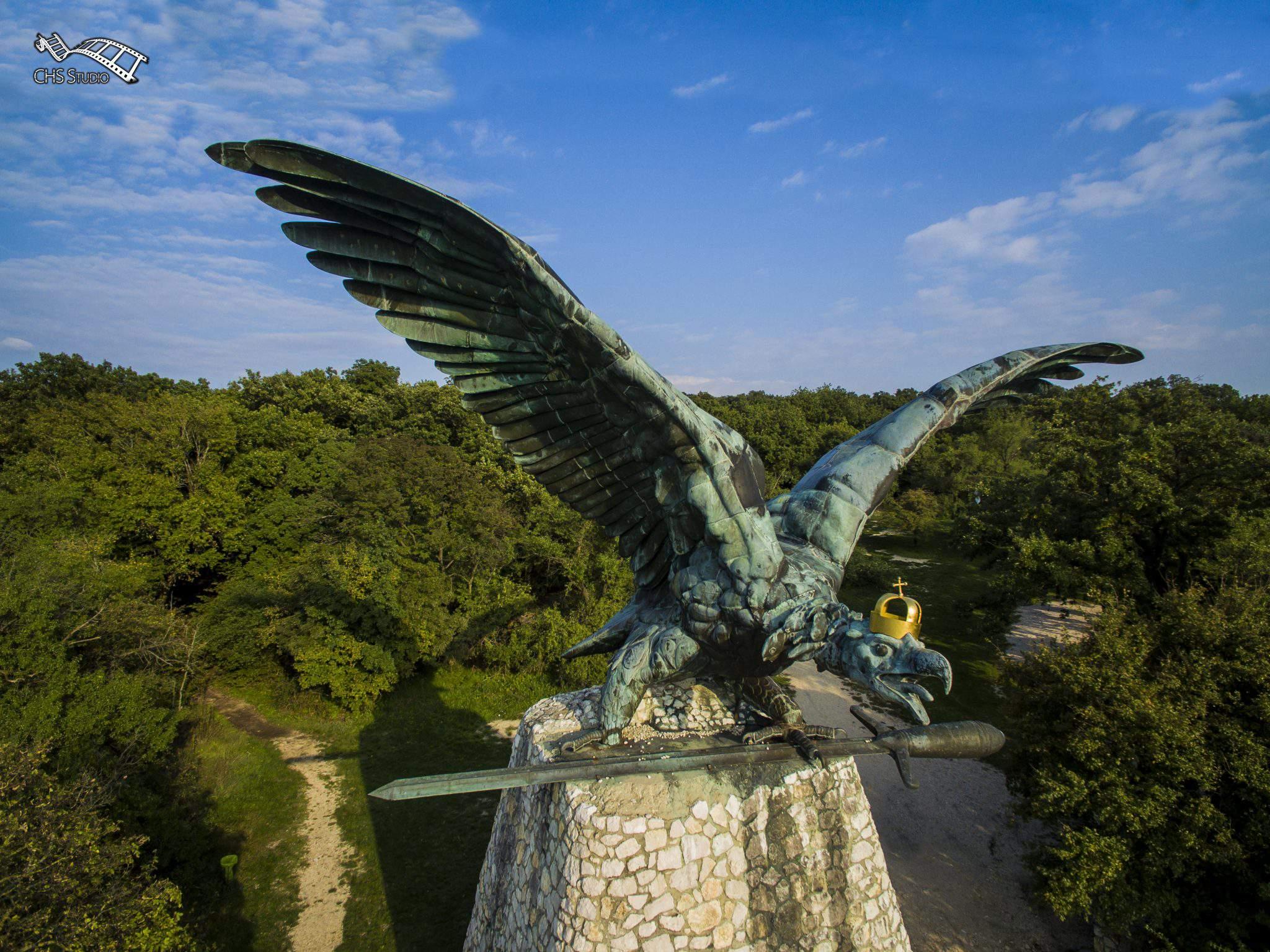 Tatabánya turul bird statue hawk eagle