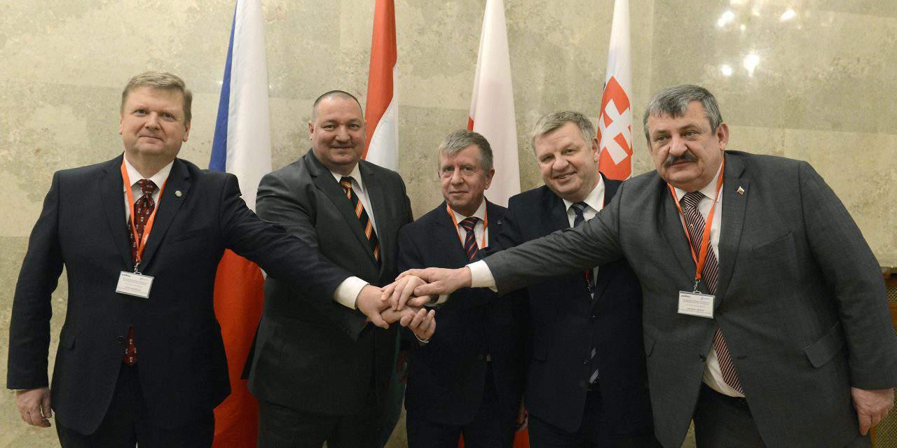 V4 sign declaration on defence cooperation