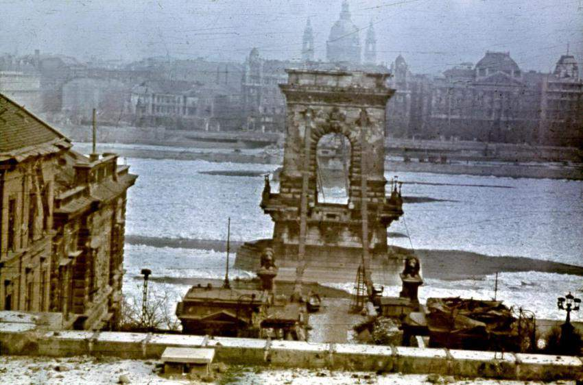 chain bridge budapest war
